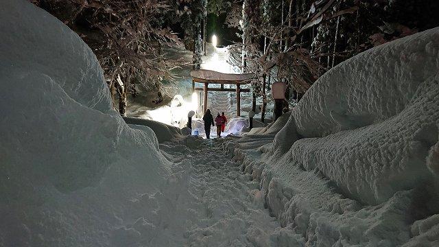 茗荷沢地区神社の2年参りの様子